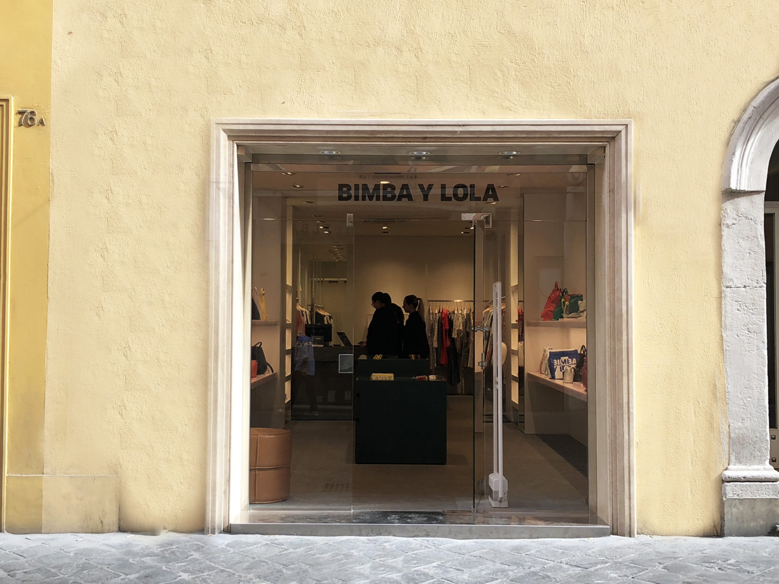 Affittato negozio via Frattina Roma