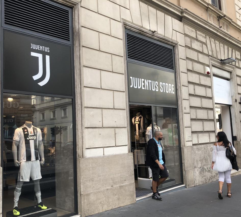 Negozio Juventus vista laterale