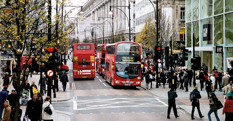 le strade del commercio: 4 esempi tipici dello shopping europeo